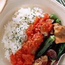 鶏肉と野菜のグリルトマトソースがけ