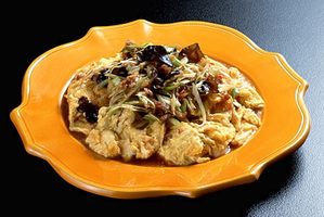 ふわふわ卵のカリカリ豚肉ソース