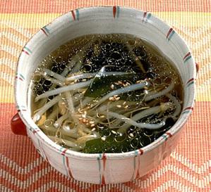 もやしとわかめの中国風スープ