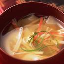 かにかまとワンタンの皮のスープ