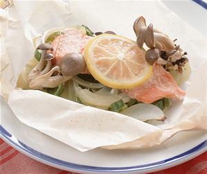鮭と野菜の紙包み焼き