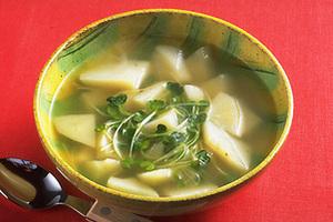 じゃがいもと貝割れ菜のスープ
