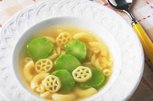 マカロニとブロッコリーの茎のスープ