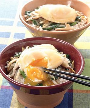 揚げ卵のにらともやしのあんかけ丼