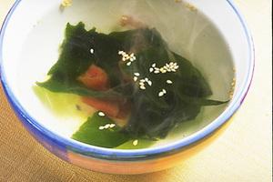 わかめと梅干しの即席スープ