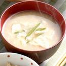 豆腐ときぬさやのみそ汁