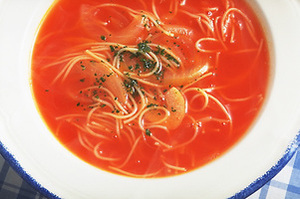 パスタ入りトマトスープ