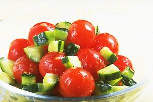 トマトときゅうりのコロコロサラダ