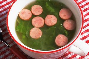 レタスとソーセージのスープ