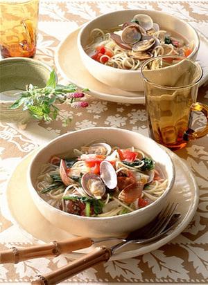 あさりとほうれん草のスープ仕立てスパゲティ