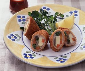 野菜とチーズの肉巻きフライ