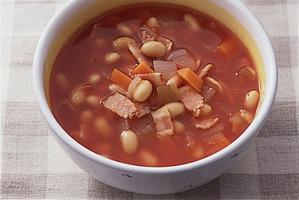 大豆入りトマトスープ