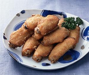 鶏手羽中のにんにく風味揚げ