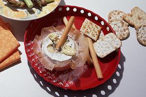カマンベールチーズ+黒こしょうのおつまみ