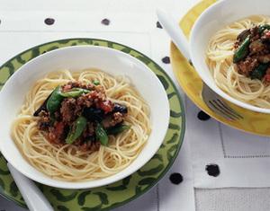 なすとしし唐のピリ辛ミートソーススパゲティ