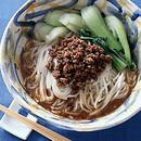 ひき肉と青梗菜のごま風味麺