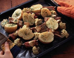 じゃがいもとスペアリブのオーブン焼き
