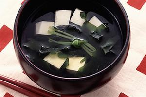 豆腐とわかめのおすまし