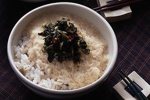 高菜炒めの麦とろご飯