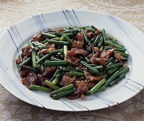 豚肉とにんにくの茎の炒めもの