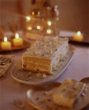 ホワイトデコレーションケーキ