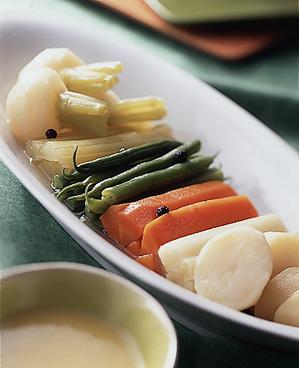 野菜のスープ煮にんにくソースがけ