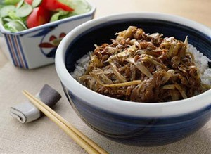 牛肉とごぼうの牛丼風