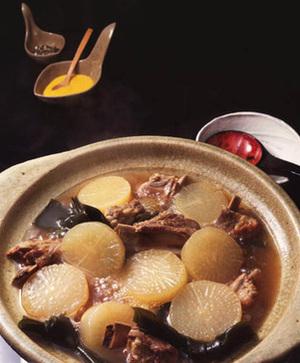 大根とスペアリブのとんこつ鍋