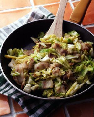 キャベツ+豚バラ肉の炒めもの