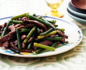牛肉+にんにくの茎の炒めもの