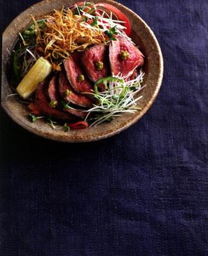 たたき風ステーキ+ごぼうチップスサラダ