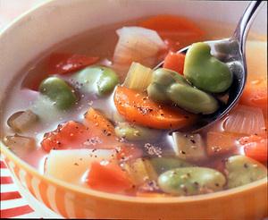 そら豆と野菜のスープ