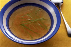 野菜のせん切りスープ