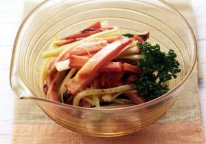 焼き豚と野菜のラー油あえ