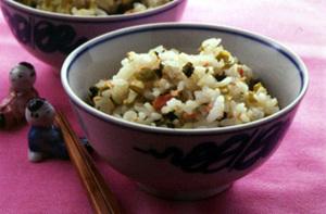 鮭フレークと高菜漬けの混ぜご飯