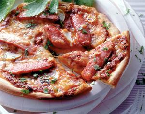 ソーセージのミートソースピザ