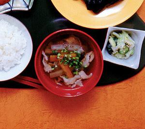 豚肉と根菜のすまし汁