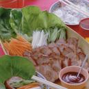 煮豚のサラダ菜包み