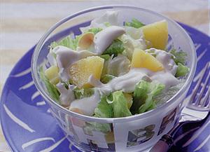 レタスとパイナップルのサラダ