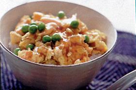 鮭フレークと卵の天津丼風