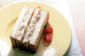 ツナマヨネーズのホットチーズサンド