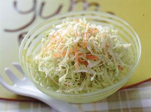 新キャベツと新にんじんのごま風味サラダ
