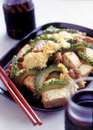 ゴーヤーチャンプルー(豆腐とにがうりの炒めもの)