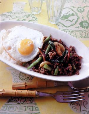 タイ風バジル炒めかけご飯