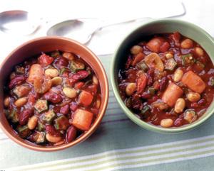 豆とソーセージのトマトブラウンシチュー