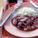 牛肉のごぼう巻き赤ワイン煮