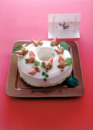 いちごと木の実のリースケーキ