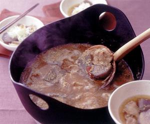 里いもと豚肉のごまみそ鍋