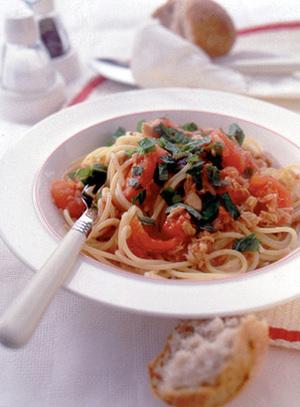 フレッシュトマトとツナのスパゲティ