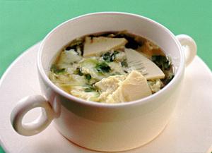 たけのこと貝割れの卵とじスープ